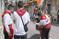Caravaca de Ла Cruz, Испания, 2-ое мая 2019: Лошадь будучи проведенным парадом на Caballos Del Vino, Caravaca de Ла Cruz стоковое изображение