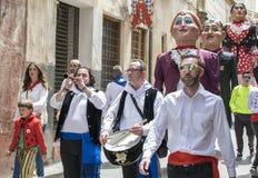 Caravaca DE La Cruz, Spanje, 2 Mei, 2019: Het marcheren band in de optocht bij Los Caballos Del Vino of Paarden van Wijn royalty-vrije stock fotografie