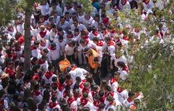 Caravaca De Los angeles Cruz, Hiszpania, Maj 2, 2019: Wypadek przy wy?cigi konny przy Caballos Del Vino, emergencies ewakuuje sam obrazy stock