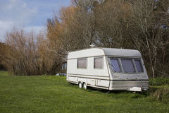 Caravan bij kampeerterrein Royalty-vrije Stock Afbeeldingen