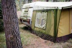 Caravan con la tenda Fotografia Stock Libera da Diritti