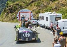 Caravan del Carrefour in montagne di Pirenei - Tour de France 2015 Immagine Stock Libera da Diritti