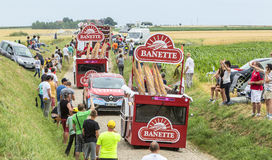 Caravan di Banette su un Tour de France 2015 della strada del ciottolo Immagine Stock Libera da Diritti