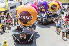 Caravan di Senseo in alpi - Tour de France 2015 Immagini Stock Libere da Diritti