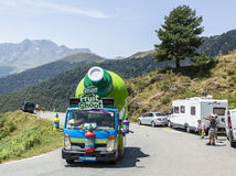 Caravan di Teisseire in montagne di Pirenei - Tour de France 2015 Fotografie Stock
