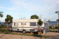 Caravan su un campeggio Immagini Stock Libere da Diritti