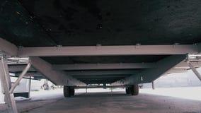 Caravan, vista dal basso Caravan delle ruote stock footage