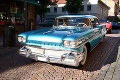 Caravana de coches retros americanos Foto de archivo