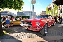 Caravana de coches retros americanos Fotografía de archivo