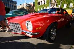 Caravana de coches retros americanos Imagen de archivo libre de regalías