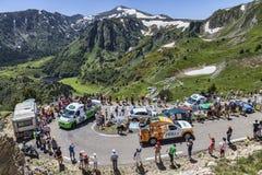 Caravana de la publicidad en las montañas de los Pirineos Fotos de archivo