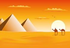 Caravana del camello en las pirámides de Giza stock de ilustración