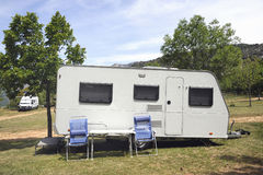 Caravana en acampar Imagen de archivo libre de regalías