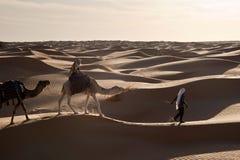 Caravana en las dunas Fotos de archivo