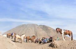 A caravana toma um resto durante a viagem Fotos de Stock