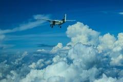 Caravana y cielo de Cessna 208 Fotografía de archivo libre de regalías
