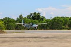 Caravana y cielo de Cessna 208 Fotos de archivo libres de regalías