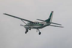 Caravana y cielo de Cessna 208 Foto de archivo