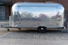 Caravane d'acier inoxydable avec la réflexion Image stock