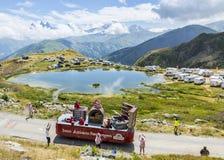 Caravane de Banette dans les Alpes - Tour de France 2015 Photographie stock