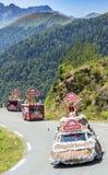Caravane de Banette en montagnes de Pyrénées - Tour de France 2015 Photos stock