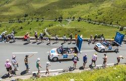 Caravane de budget d'IBIS - Tour de France 2014 Image libre de droits