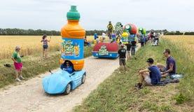 Caravane de Teisseire sur un Tour de France 2015 de route de pavé rond Images stock