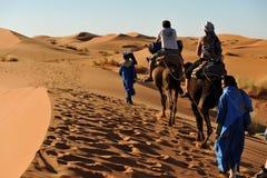 Caravane de touristes images stock