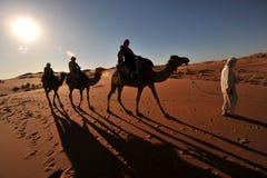Caravane de touristes image stock