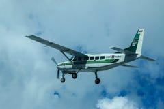 Caravane et ciel de Cessna 208 photographie stock