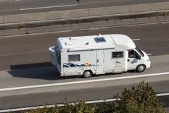 Caravane résidentielle sur la route Photo stock