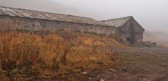 Caravanserai im Nebel Stockbilder