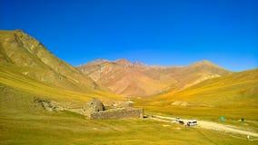 Caravanserai van Tashrabat in Tian Shan-berg in Naryn-provincie, Kyrgyzstan stock fotografie