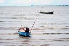 Caravel machte am Ufer fest stockbild