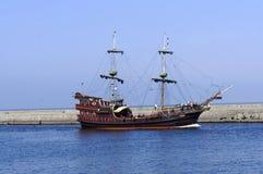 Caravele che lascia un porto Immagine Stock Libera da Diritti