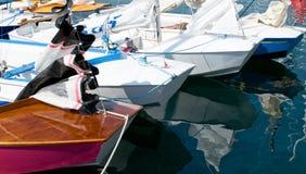 Caravelle in einem Jachthafen Lizenzfreie Stockfotos