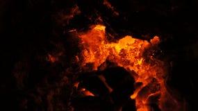 Carbón caliente que brilla intensamente Imagenes de archivo