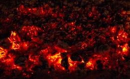 Carbón de leña ardiente Foto de archivo libre de regalías