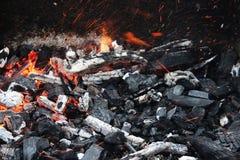 Carbón en el fuego Imágenes de archivo libres de regalías