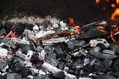 Carbón en el fuego Fotos de archivo libres de regalías