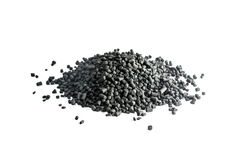 Carbón granulado aislado en el fondo blanco Imagen de archivo