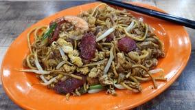 Carb?n de le?a Kway Teow Fried Wide Rice Noodles de Penang fotografía de archivo