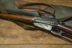 Carbine και θήκη κυνηγιού Στοκ εικόνα με δικαίωμα ελεύθερης χρήσης