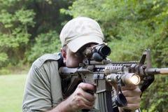 Carbine avec la lumière en fonction Photographie stock libre de droits