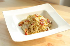 carbonara日光拍的意大利面食照片 库存图片