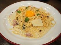 Carbonara μακαρονιών, ιταλικά τρόφιμα Στοκ Εικόνα