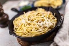 Carbonara de los espaguetis con el huevo y el pancetta Fotografía de archivo libre de regalías