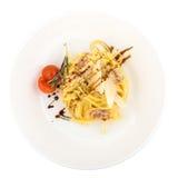 Carbonara de los espaguetis de las pastas con tocino Foto de archivo