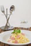Carbonara de spaghetti sur une fourchette Photo libre de droits