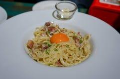 Carbonara degli spaghetti, fuoco selettivo Immagine Stock